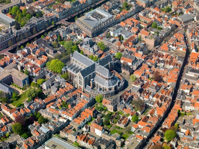 Pieterskerk en omgeving met Rapenburg, Breestraat en Langebrug  luchtfoto